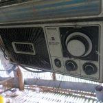 ayam pak H. Marzuki menggunakan radio yang sudah tahunan