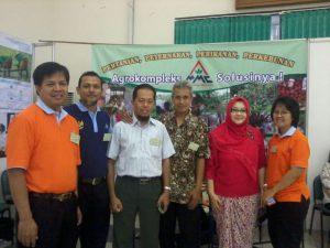 Tim MMC berkesempatan berfoto bareng rekan-rekan almuni pertanian lainnya dan Dekan Fakultas Pertanian UGM, Bpk Djamhari